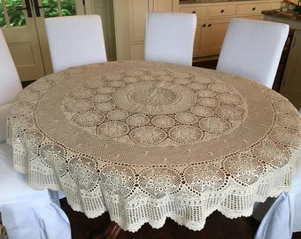 Exceptionnel Vintage Italian Crochet Tablecloth