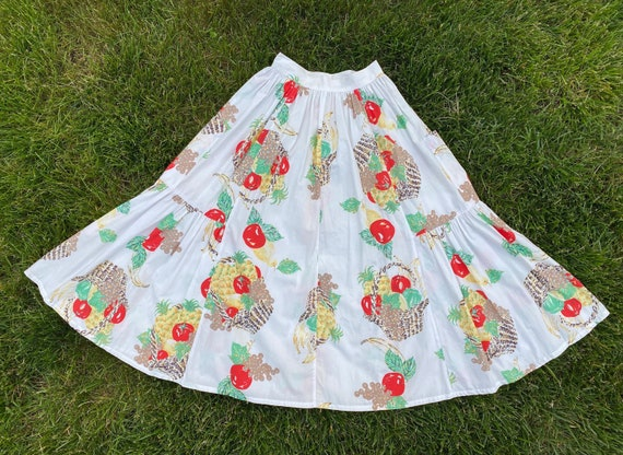 Emanuelle 1980s white cotton skirt with fruit bask