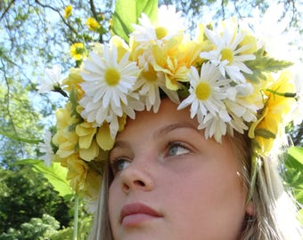 Daisy Flower Crown in yellow and white