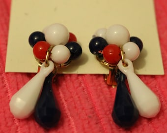 Patriotic Lucite Dangle Clip On Earrings