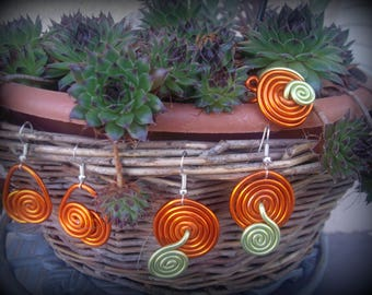 Ornament color * 1 ring + 2 pairs of matching earrings