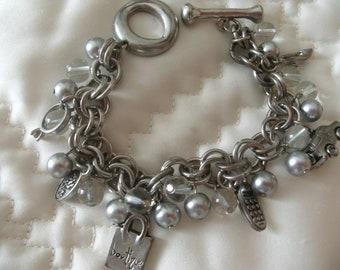5878eb46e3508 Bracelet Charms à Breloques Perles,Bracelet Perles Grises,Bracelet charms  fantaisie,Bracelet grosses mailles,Bracelet Fantaisie Breloques
