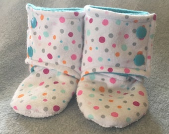 Pink Teal Polka dots Stay-On baby booties