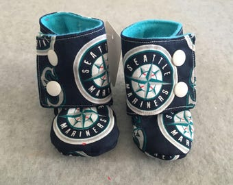Gender Neutral Mariners Stay-On baby booties