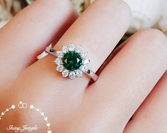 Round emerald engagement ring, vivid green Halo emerald ring, green gemstone ring, cluster ring, white gold plated silver, May Birthstone