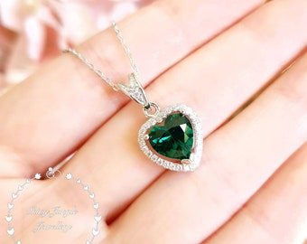 Halo Heart shaped Emerald necklace, Heart cut 8*8 mm Emerald pendant, Muzo Green Emerald Necklace, Green Heart Pendant, May Birthstone Gift