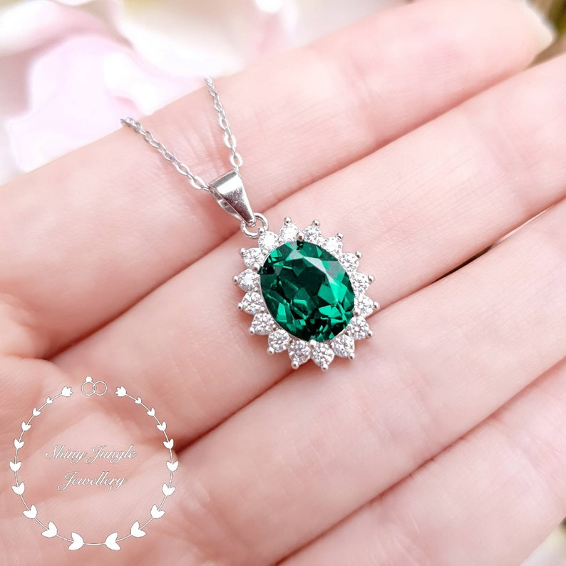 Royal Halo Oval Emerald Necklace 3 Carats 810mm Oval cut image 0