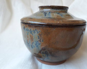 Tea bowl, with cover, bol avec couvercle, grès, stoneware, clay, ceramic, box, handmade, snow glaze, chawan, gift, soupe, rice lover