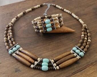 Wooden bib necklace