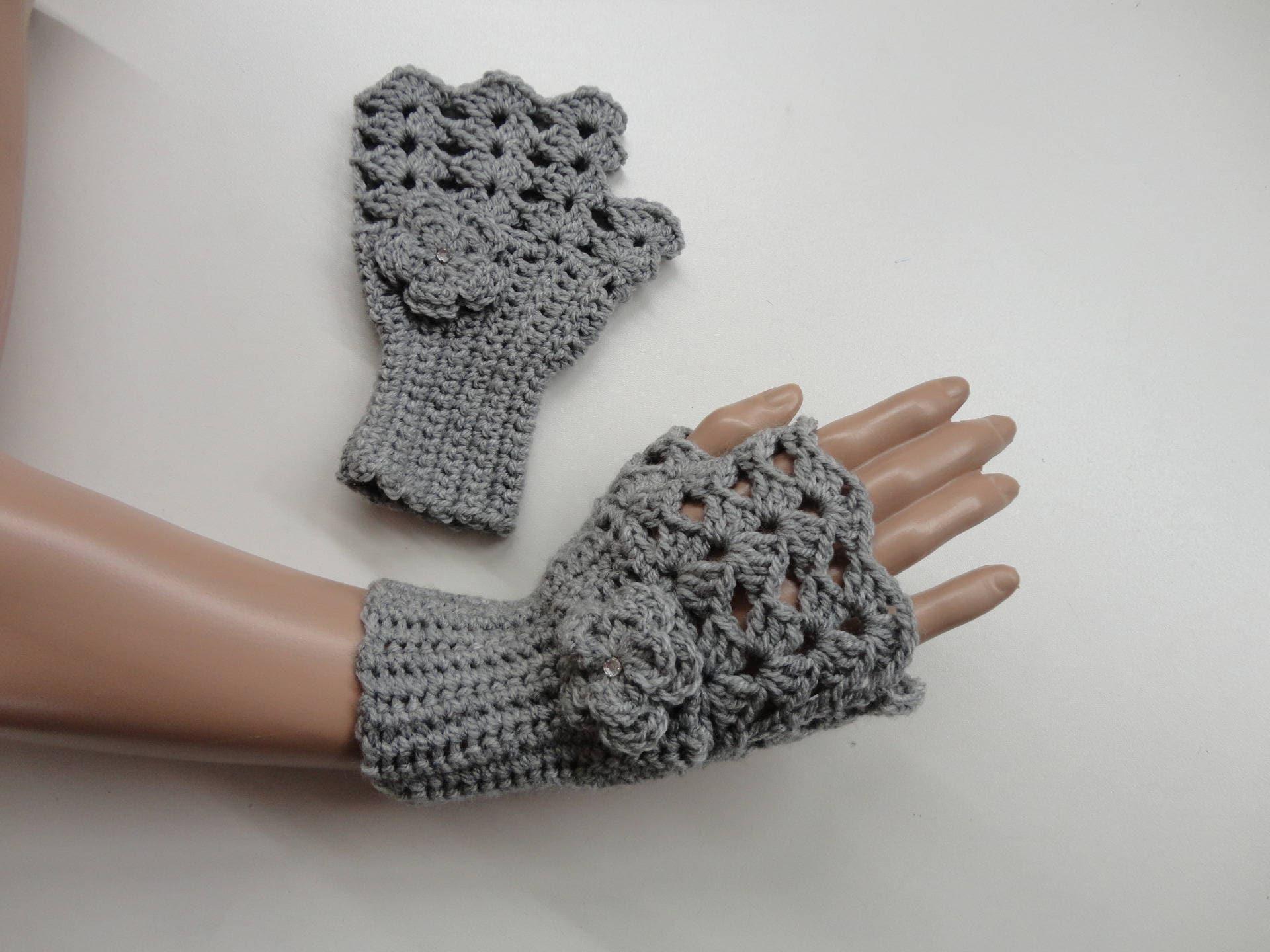 mitaines tr s l gantes en laine grise r alis au crochet etsy. Black Bedroom Furniture Sets. Home Design Ideas