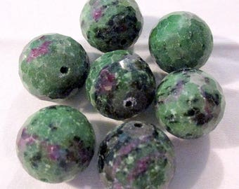 Ruby Fuchsite - faceted - pierced - ref9515 - 16mm - 7 x