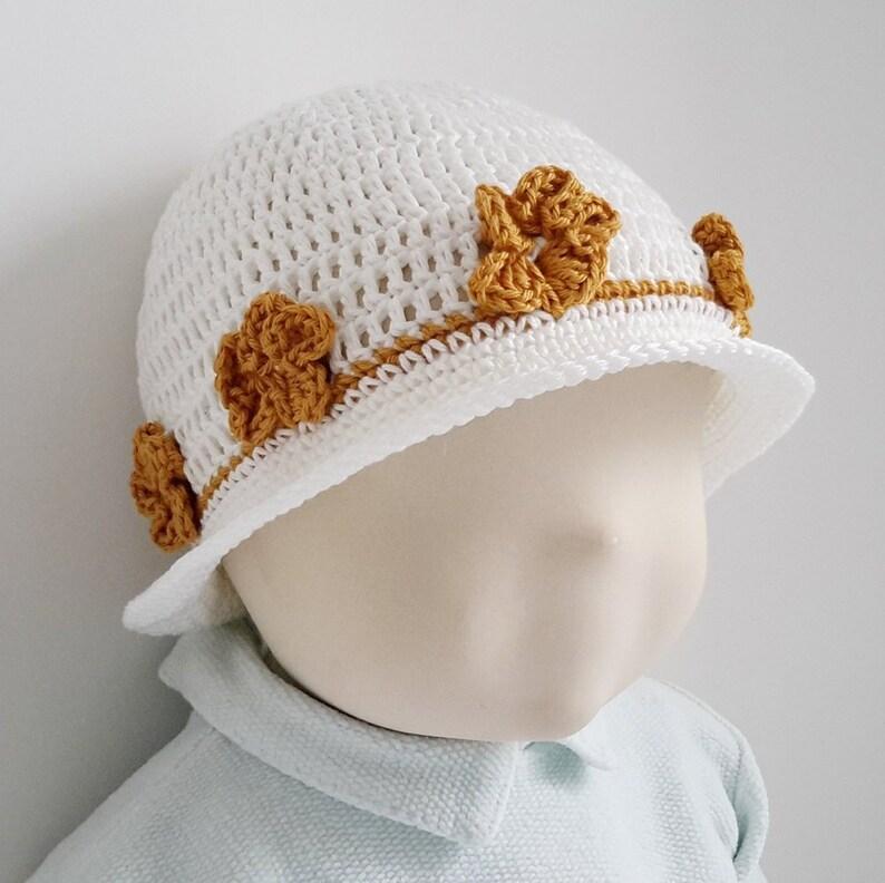 0b15144144458 Patron de crochet vêtement bébé fille chapeau plage crochet