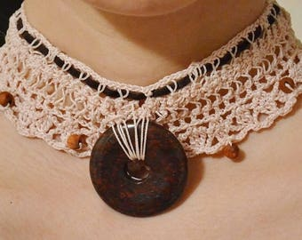 Harpin lace crochet chocker with stone pendant