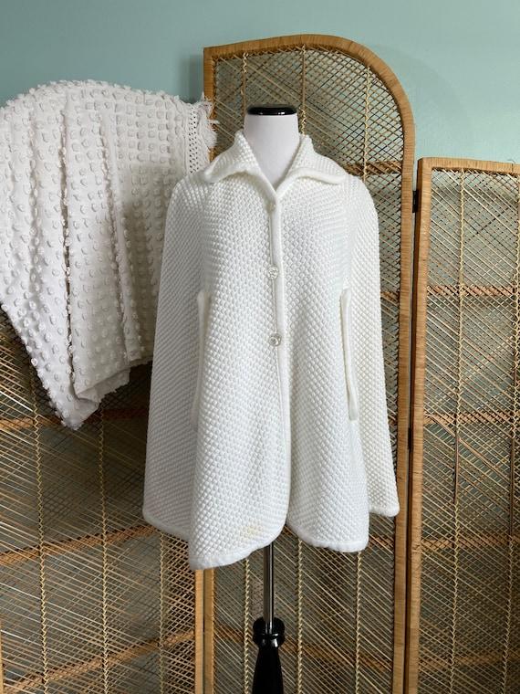 Vintage 1970's winter white popcorn knit cape