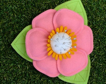 Felt flower pin / needle holder