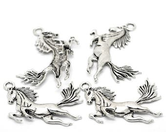 Large silver metal horse pendent (x 1)