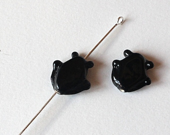 2 glass beads 20 mm x 18 mm black colored fish