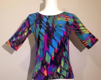 three quarter sleeves blouse , very bright colors, nice and fresh spandex fabric