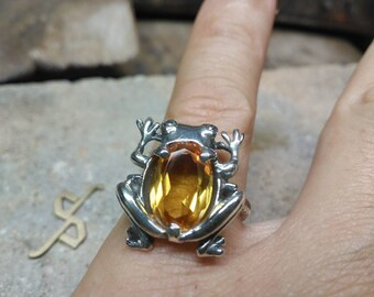 Silver frog ring and citrine quartz