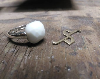 Silver ring 925/1000 and white agate