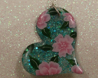 Heart pendant with UV gel and one stroke