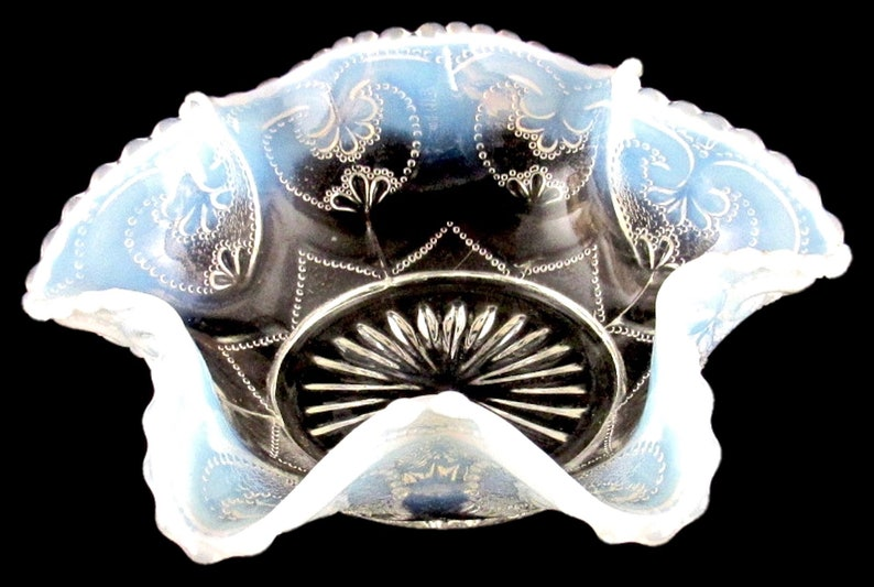 1915 DUGAN Jeweled Heart White Opalescent Berry Bowl