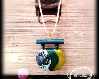 C821: Emerald and gold necklace