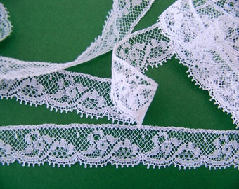 "Fine white antique lace ""Valenciennes"" 1960s nylon coupon for 10 meters"
