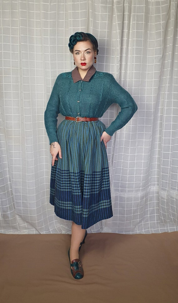 Vintage 1940s 1950s style teal  floral embroidery