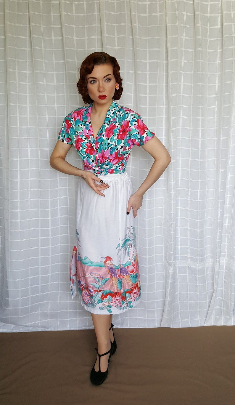 80s does 50s tiki hawaii tropical print collared blouse UK 10-14 Vintage 1940s 1950s style floral abstract rose pattern collared shirt