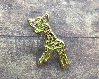 Cute Giraffe Pin - Enamel Pin, Lapel Pin - Perfect for Gift| Stocking Filler Gift | Lapel Pin, Badge |