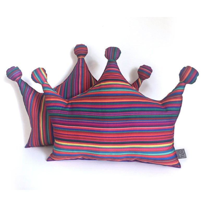 2 crowns striped cushions image 0