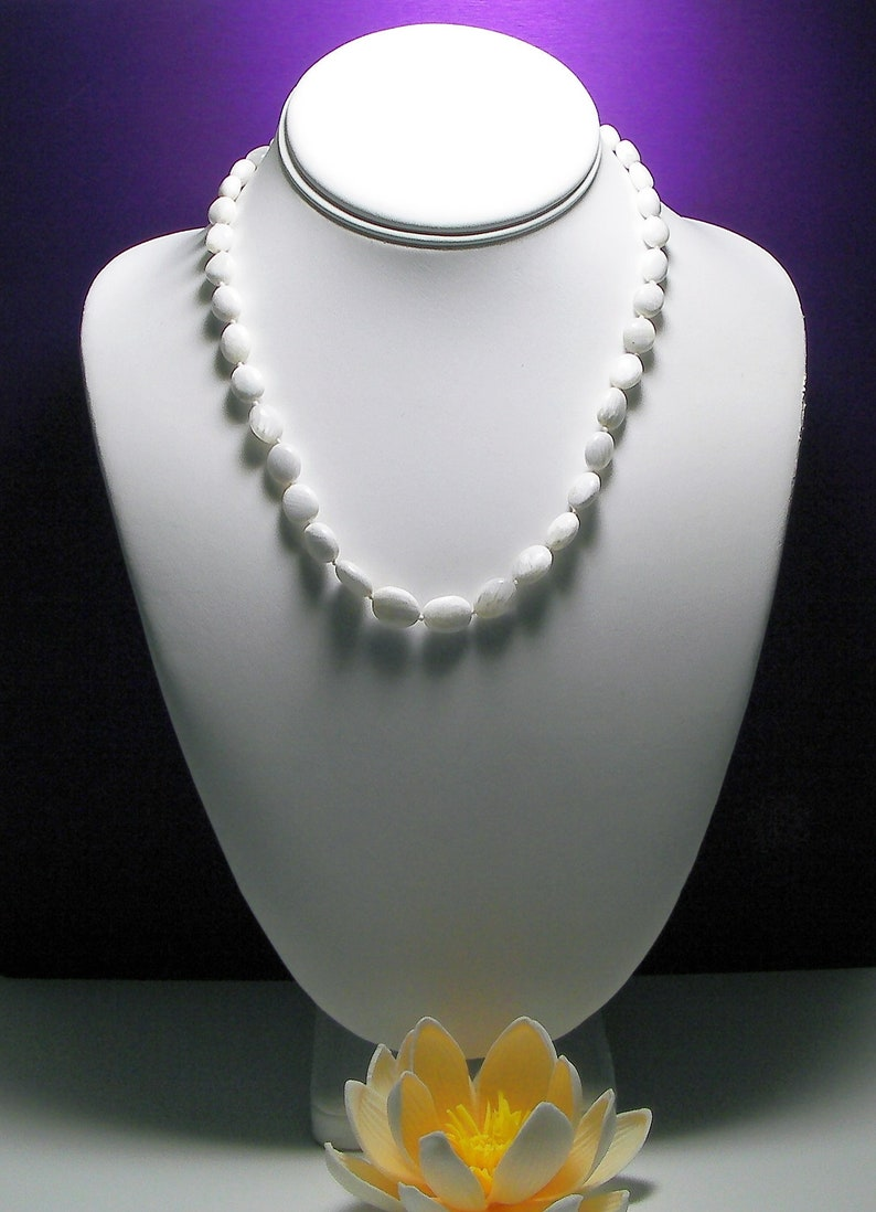 Scolecite Necklace relieves stress insomnia raises vibration love frequency overcomes shyness,manifesting tool