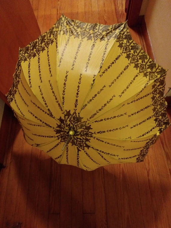 Vintage Victoria Appeal Umbrella 1970s