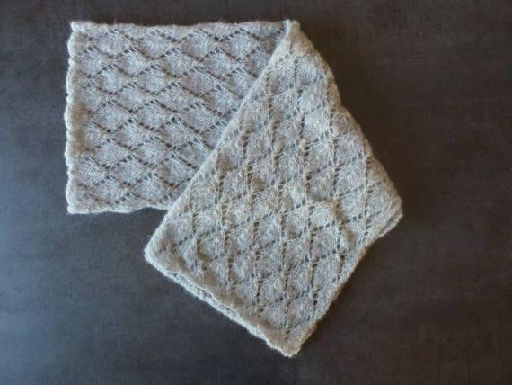 f2a0bbed9cf5 Echarpe grise alpaga soie point ajouré losange en tricot fait   Etsy
