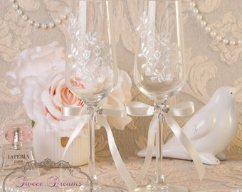 Lace wedding flutes,  Wedding Champagne Glasses, Champagne wedding flutes, Toasting Flute, Champagne Flutes, Wedding glasses Bride and Groom