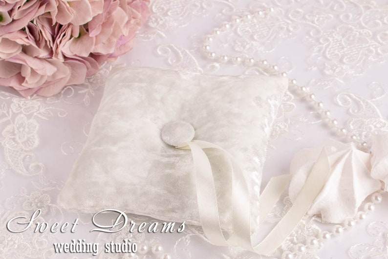 Ivory velvet wedding ring pillow Ring pillow wedding Velvet ring cushion Bridal ring cushion Elegant ring pillow Ring pillow velvet,