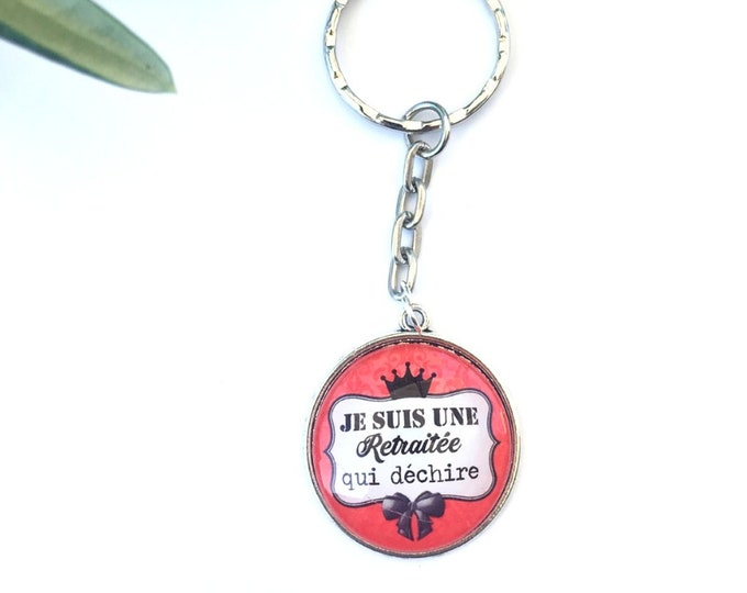 """Keychain """"I am a retired tear"""" metal, perfect for gift! Gift nurse nanny colleague Director"""