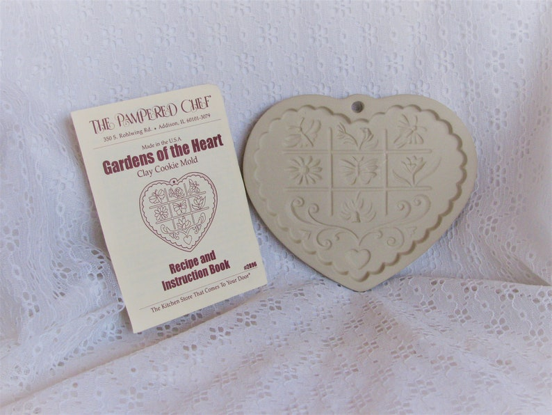1996 The Pampered Chef Heart Shaped CLAY COOKIE MOLD Gardens Of The Heart Excellent!