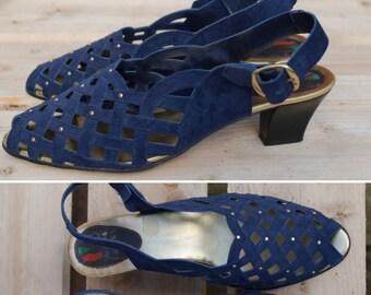 Vintage 1980s Spanish Peep Toe Sandals by Moda de España - Navy blue lattice gold stud detail – Small Heel, Sling Back EU Size 39 - Retro