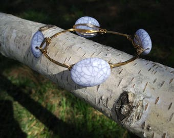 Stone like bead brass wire bracelet