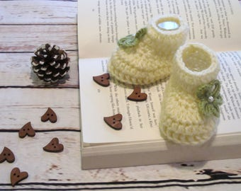 Crochet baby slippers , Newborn baby booties, Baby shoes, Baby socks, slippers with flower,White baby booties