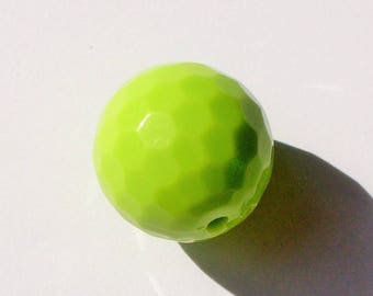 1 Pearl chunky faceted lime green 20mm AR330vert