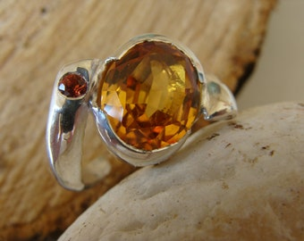 Solid silver ring, bagueci around 6.80 carats, orange sapphire. Contemporary ring. 100% HANDMADE