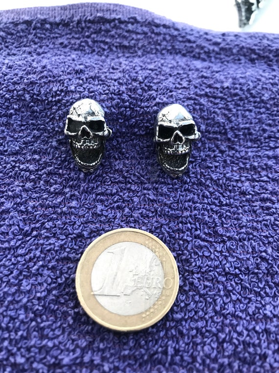7 Skull High Quality Pewter Pin Badge with Secure Locking Backs