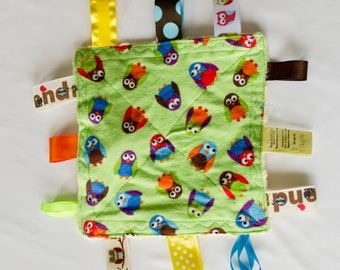 Owls Crinkly Tag Toy with Squeaker / Baby Sensory Toy