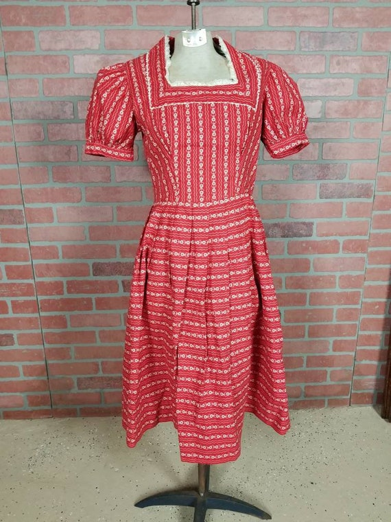 1940s novelty print dress