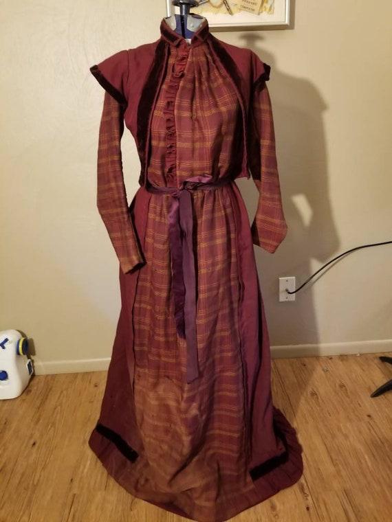 1890s wool wrapper dress