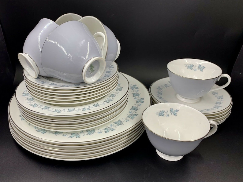Royal Doulton Lyric 5 Piece Plate Settings For 6 Bone China 30 Pieces England