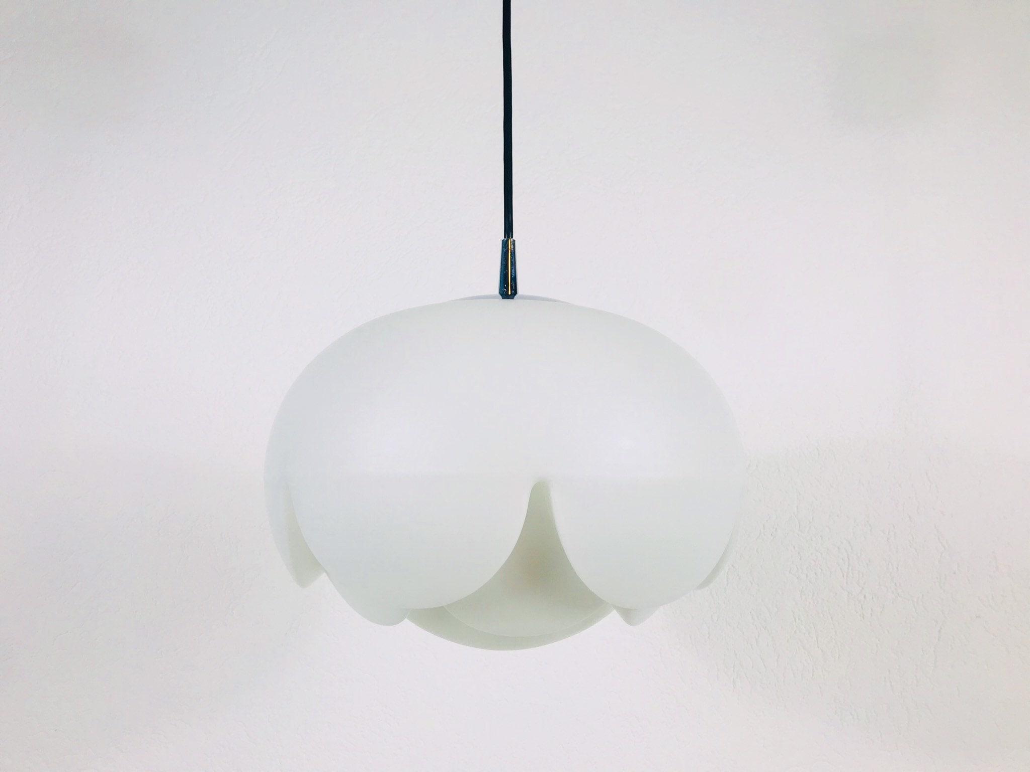 Grande Peill E Putzler Artichoke Space Age White Glass Pendant